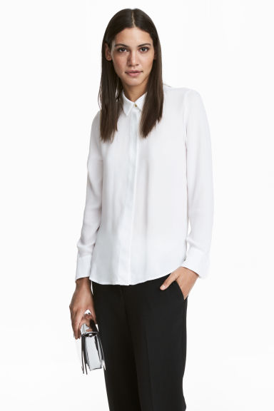 Long-sleeved blouse Model