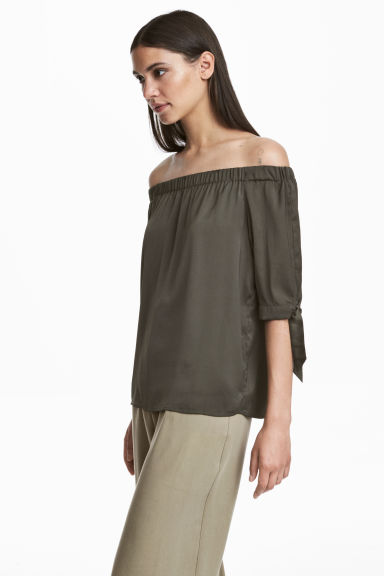 Off-the-shoulder top - Khaki green - Ladies | H&M CN 1