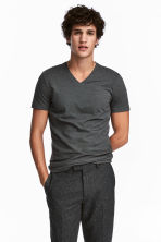 V-neck T-shirt Slim fit - Dark green/Narrow striped - Men | H&M CN 1