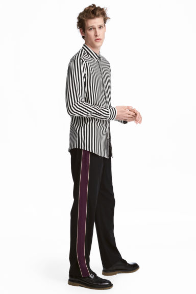 Wide side-striped trousers Model