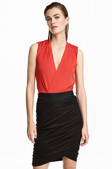 V-neck wrapover body - Red - Ladies | H&M 1