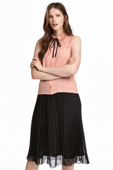 Sleeveless lace-yoke blouse - Powder pink - Ladies | H&M CN