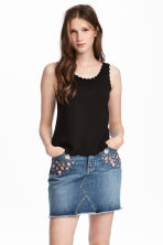 Vest top with scalloped edges - Black - Ladies | H&M 1
