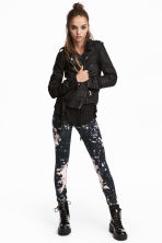 Patterned leggings - Black/Pink patterned - Ladies | H&M 1