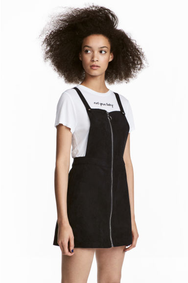 Dungaree dress Model