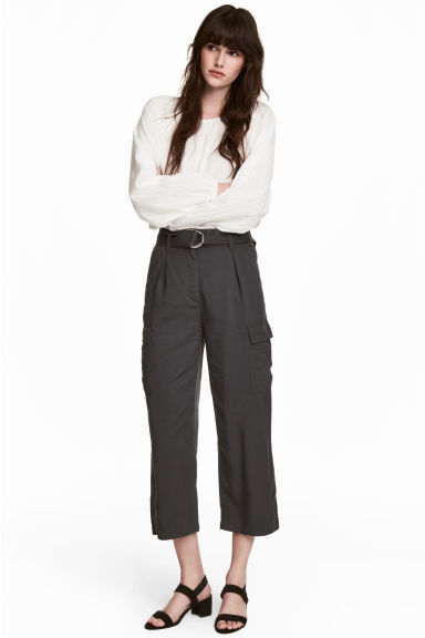Ankle-length Cargo Pants Model