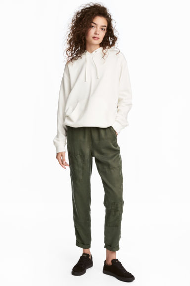 Pull-on lyocell trousers Model