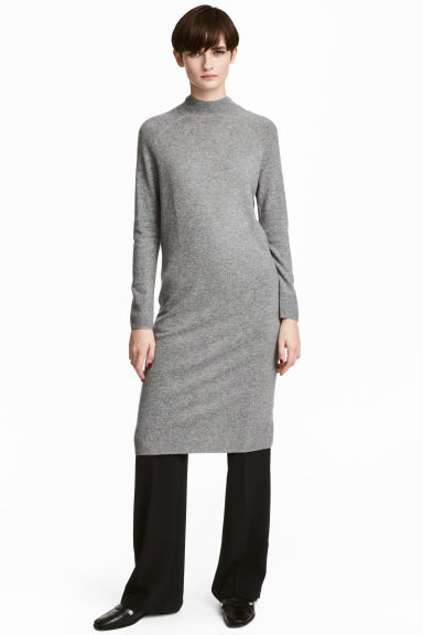 Fine-knit cashmere dress Model