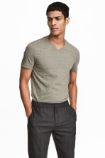 V-neck T-shirt Slim fit - Khaki green - Men | H&M 1