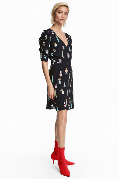 V-neck dress - Black/Patterned - Ladies | H&M CN 1