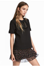 Short-sleeved sweatshirt - Black - Ladies | H&M IE 1