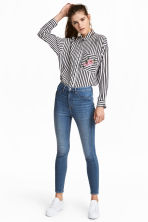 Petite fit Super Skinny Jeans - Light denim blue -  | H&M 1