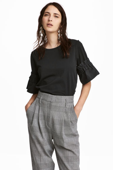 Top with flounced sleeves - Black - Ladies | H&M GB