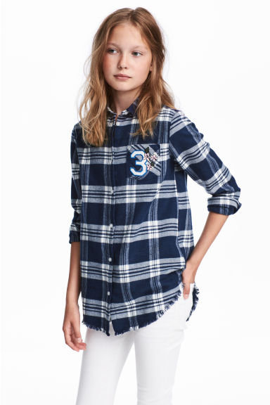 Long twill shirt - Dark blue/White checked - Kids | H&M CN 1
