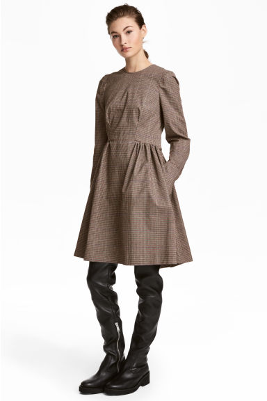 Cotton-blend dress Model