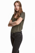V-neck jersey top - Dark khaki green - Ladies | H&M CN 1