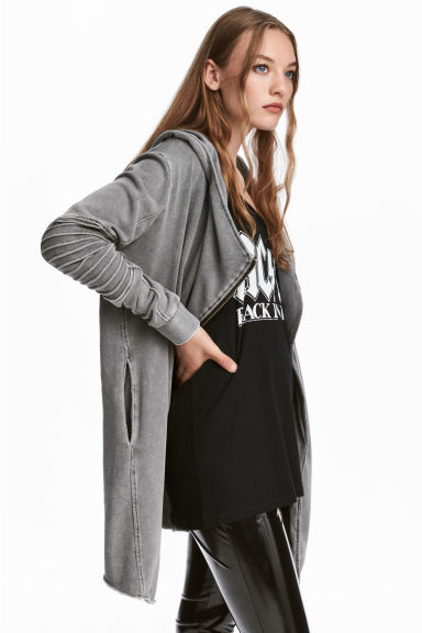 Hooded sweatshirt cardigan Model