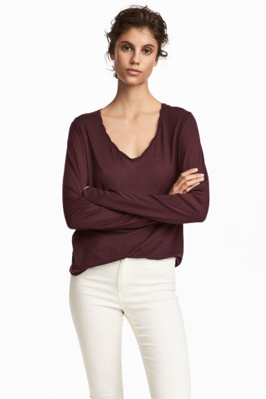 V-neck lyocell top Model