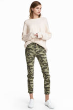 Patterned Slim-fit Pants - Khaki green/patterned - Ladies | H&M CA 1
