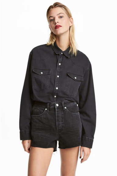 Oversized denim shirt Model