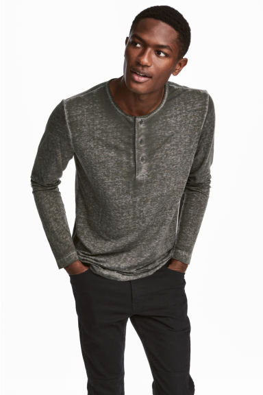 Long-sleeved Henley shirt - Khaki green - Men | H&M CN 1