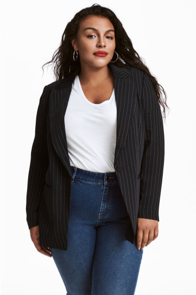 H&M+ Pinstriped jacket Model
