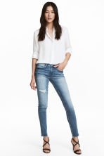 Skinny Low Trashed Jeans - Син деним - ЖЕНИ | H&M BG 1