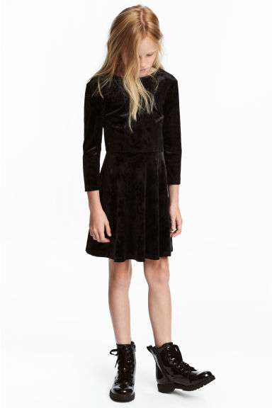 Long-sleeved velour dress Model