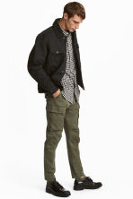 Cargo trousers - Khaki green - Men | H&M CN 1