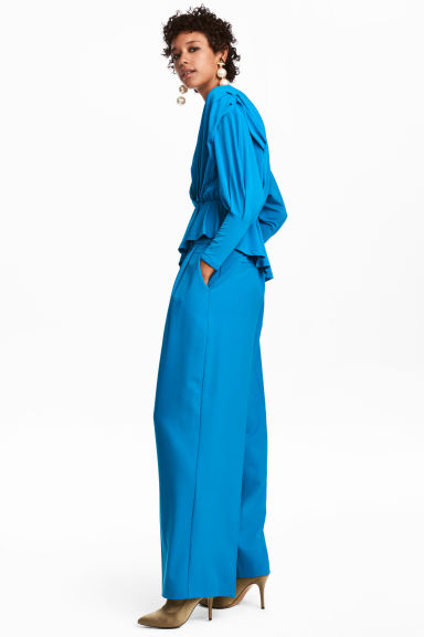 Wide trousers Model