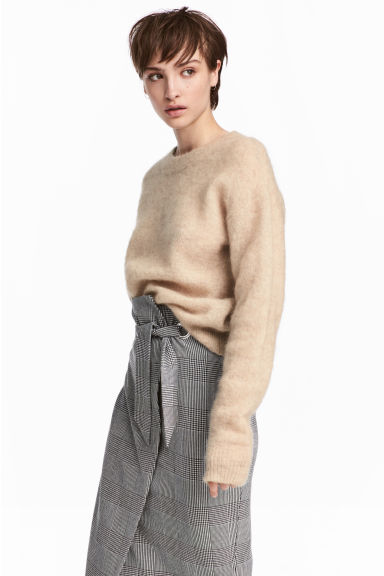 Loose-knit Sweater Model