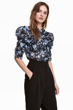 Blouse with gathered sleeves - Dark blue/Floral - Ladies | H&M CN 1