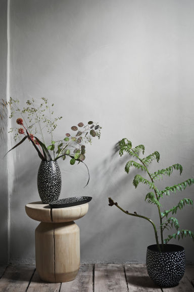 Large metal plant pot - Black/White spotted - Home All | H&M CN 1