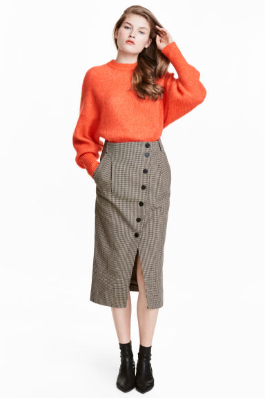 Dogtooth-patterned skirt Model