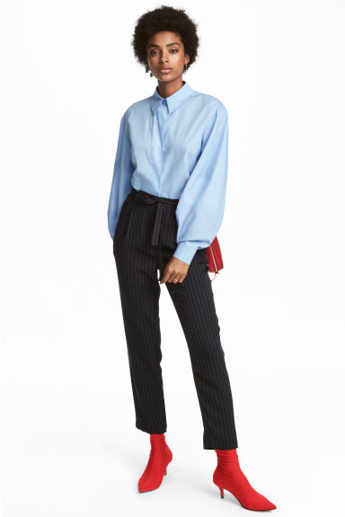 Wide-cut Pants Model