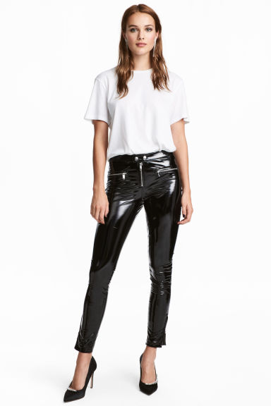 Slim patent trousers Model