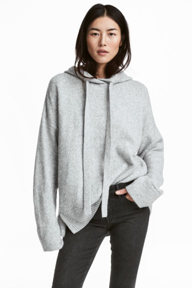 Knitted hooded jumper Model