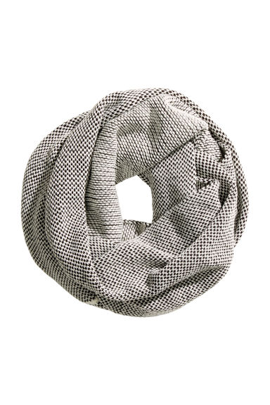 Knitted tube scarf - White/Patterned - Ladies | H&M CA