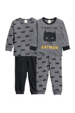 Dark grey/Batman