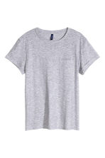 T-shirt with a chest pocket - Grey - Men | H&M CN 2