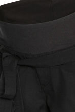 MAMA Shorts with a tie belt - Black -  | H&M CA 4