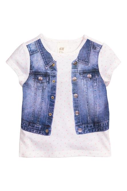 f3214da3371d La firma de moda y complementos H&M, también tiene en cuenta la moda de los  más pequeñines de la casa. Prueba de ello es el catálogo Verano 2013 Bebés.