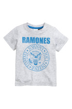 Light grey/Ramones