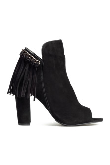 Suede boots with fringes