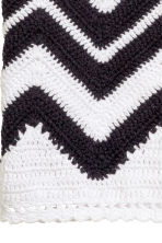 Crocheted crop top - Black/White - Ladies | H&M CN 4