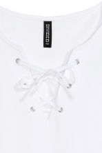 Crop vest top with lacing - White - Ladies | H&M CN 3