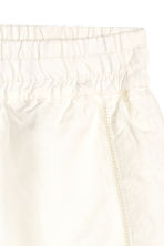 Shorts in a linen blend - White - Ladies | H&M CN 2