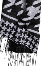 Reversible scarf - Black/White/Patterned - Ladies | H&M CN 2