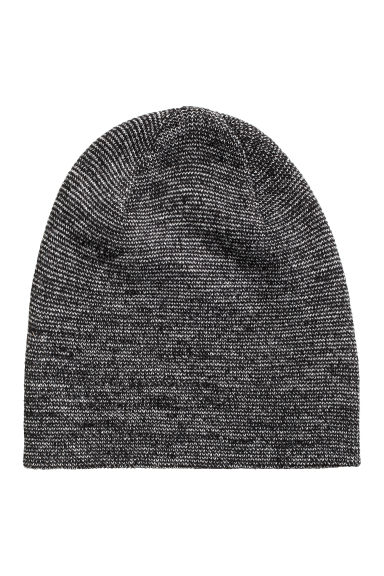 Knitted hat Model