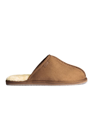 Pile-lined slippers Model